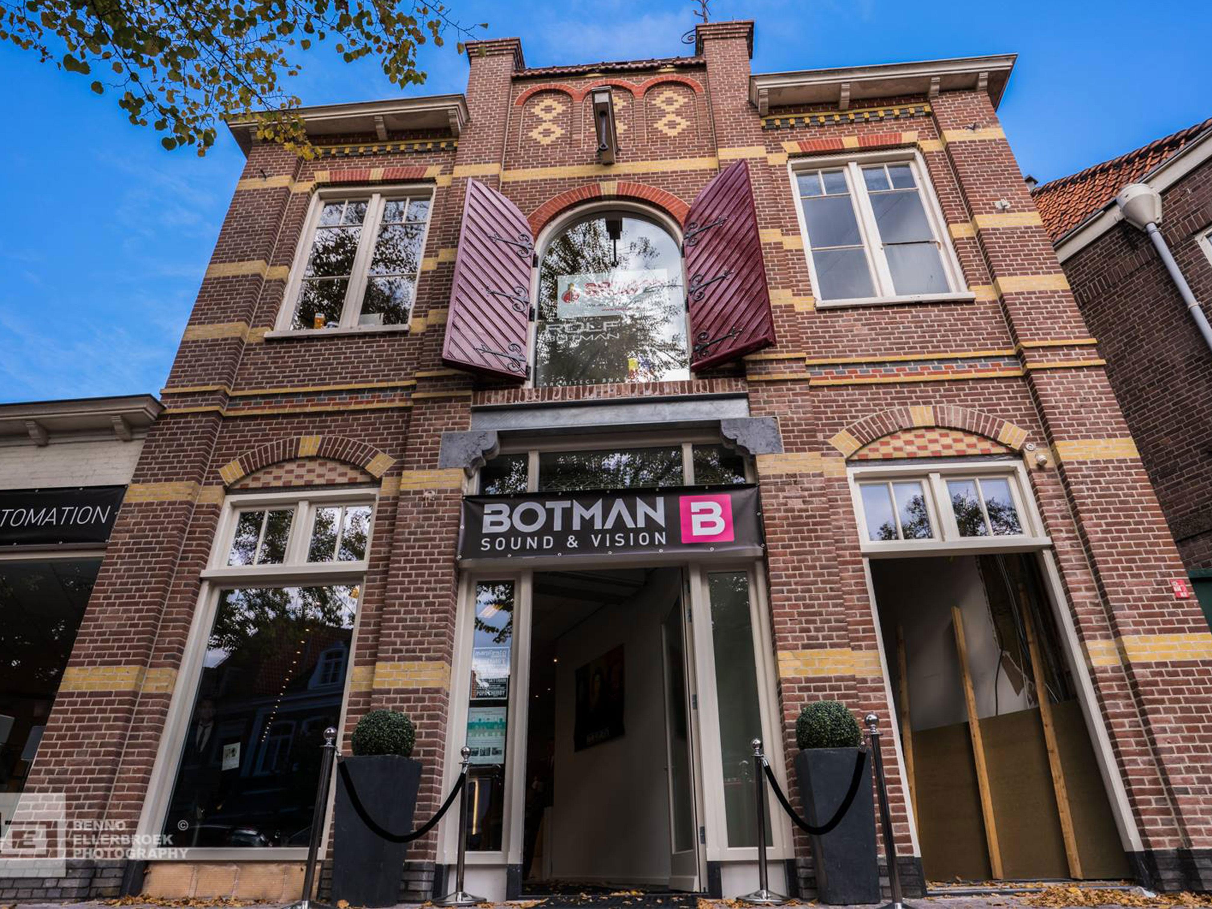 Renovatie voorgevel Botman Sound & Vision wint monumentenprijs Hoorn 2016
